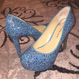 Size 7.5 Teal multicolored studded Gianni Bini
